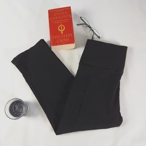 Liz Lange Stretchy Capri Cropped Pants